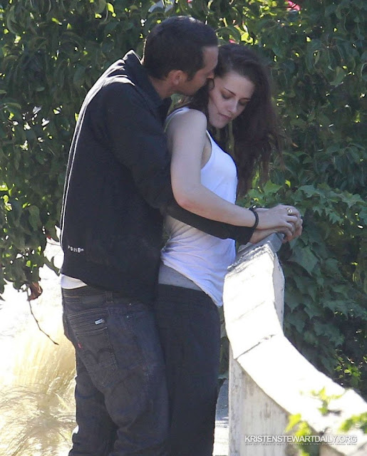 Kristen Stewart Adulterers Sexual Liaison With Rupert Sanders Kissing And Dry Humping Her In Public