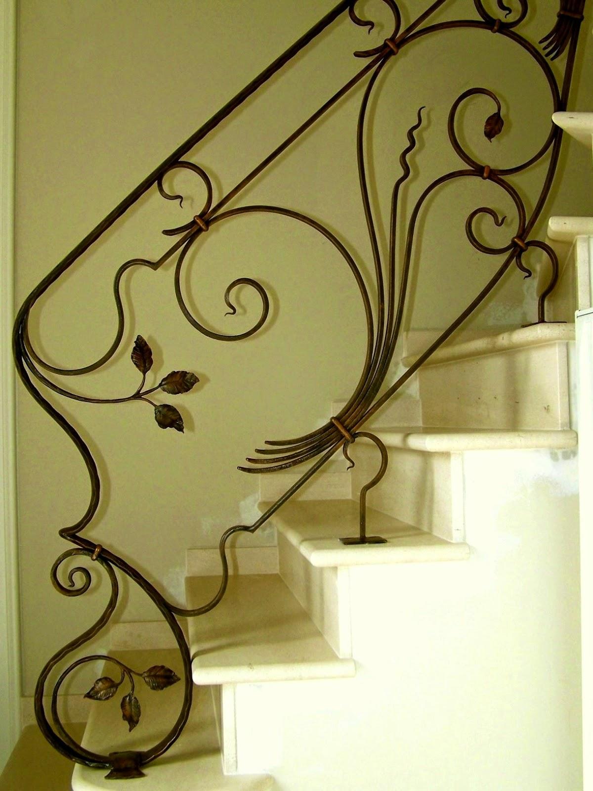 """<img src=""""rampe d'escalier en fer forgé.jpg"""" alt=""""rampe d'escalier en fer forgé""""/>"""