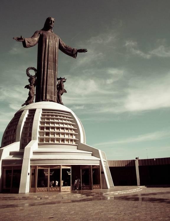 The Tallest Statues of Jesus Christ in the World ~ Kuriositas