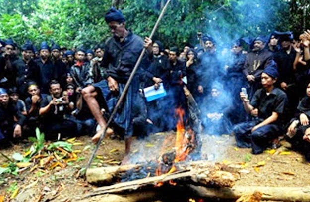 "Ritual ""Tunu Panroli"" Suku Kajang, Bulukumba (Foto : Antara)"