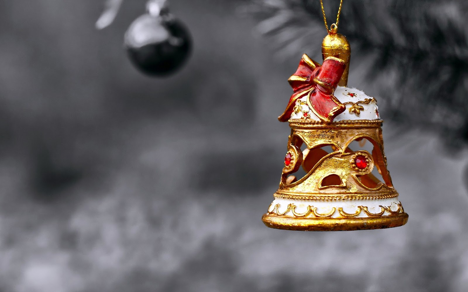 christmas-bell-closeup-focus-photography-pinterest-tumblr-wallpaper-hd-wallpapers.jpg
