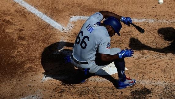 El jardinero derecho cubano Yasiel Puig fue inhabilitado por los Dodgers debido a que se lastimó el oblicuo derecho en el partido dominical