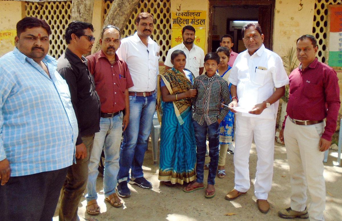 Child-Welfare-Committee-handed-over-Rohit-to-his-mother-from-Jharkhand-झारखंड से गुमशुदा बालक रोहित को बाल कल्याण समिति ने उसकी मां को सौपा
