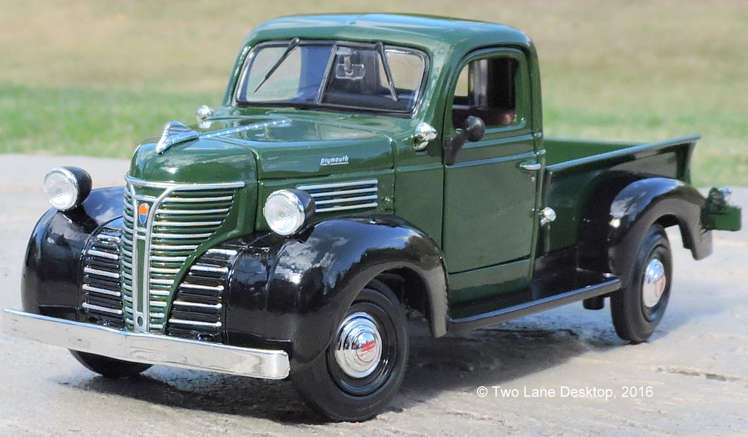 Two Lane Desktop: Motormax 1:24 1941 Plymouth Pickup