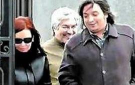 """En una extensa entrevista publicada por el portal Infobae, Báez aseguró que él y sus hijos no son """"ningunos ladrones"""" y que """"nadie quiere investigar"""" realmente la causa """"hacia arriba"""". Además, dio detalles de su relación con Néstor Kirchner y Cristina, y explicó por qué construyó una ruta que no llegaba a ningún lado."""