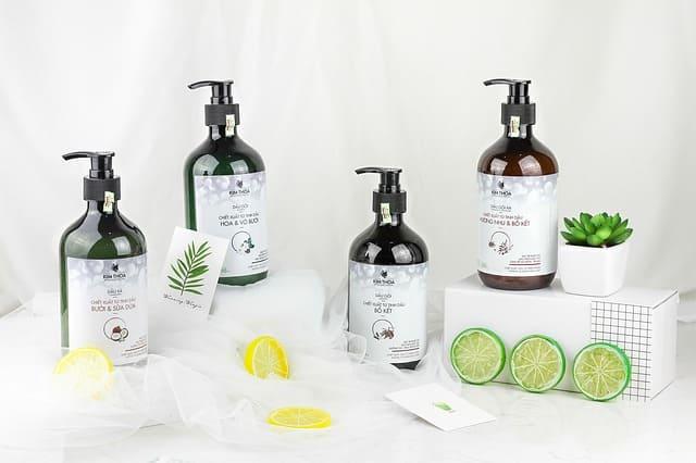 Keramas dengan shampo secara teratur