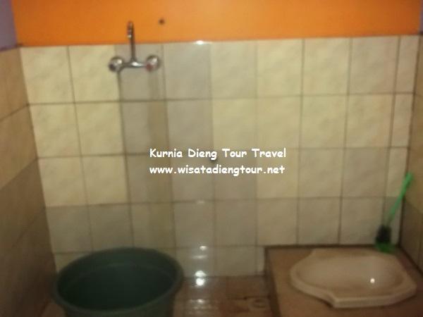 gambar kamar mandi hoemstay flamboyan dieng