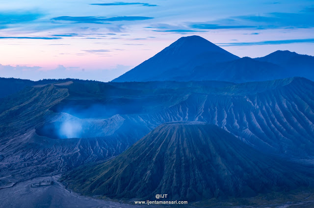 Mt Bromo Tour from Surabaya, Mt Bromo Tour from Bali, Mt Bromo Tour from Banyuwangi, we offer best price tour holiday to Mt Bromo Volcanoes east java