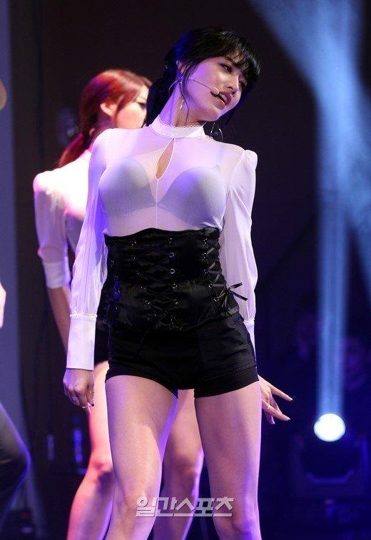 Gorgeous kpop girl cameltoe on cam 10
