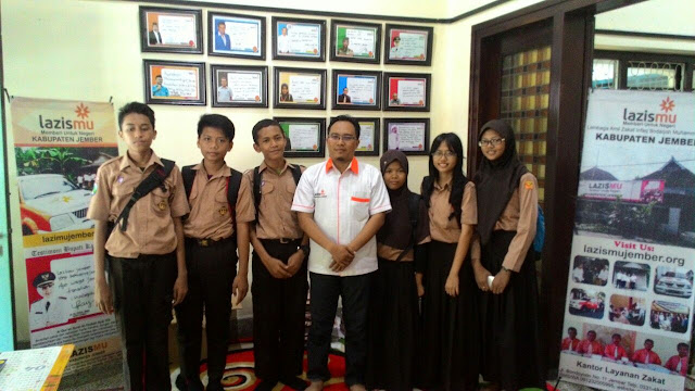 Kunjungan Siswa-Siswi SMPN 11 Jember di kantor Lazismu Jember