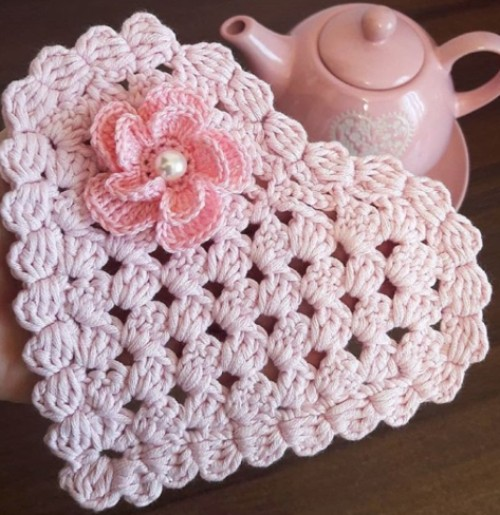 Easy Granny Stitch Heart Doily - Free Pattern & Tutorial