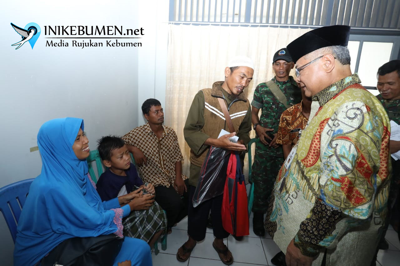 Plt Gubernur Jateng Hibur Peserta Sunatan Massal di Gombong