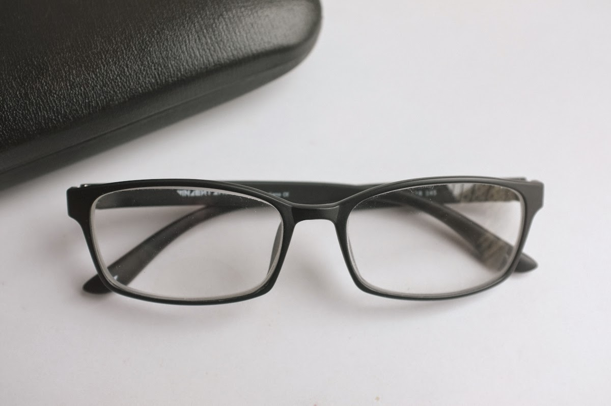 64e12f779d I got an email confirming my order   in a few days my glasses were here.  They came in a sturdy