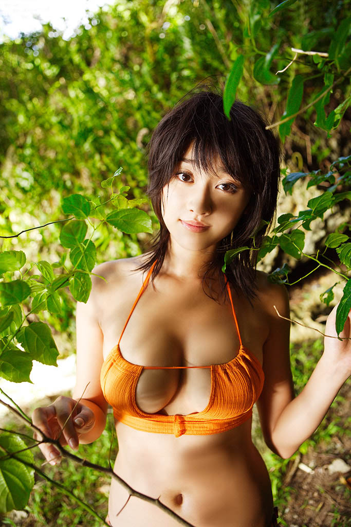 mikie hara hot bikini pics in the bushes 02