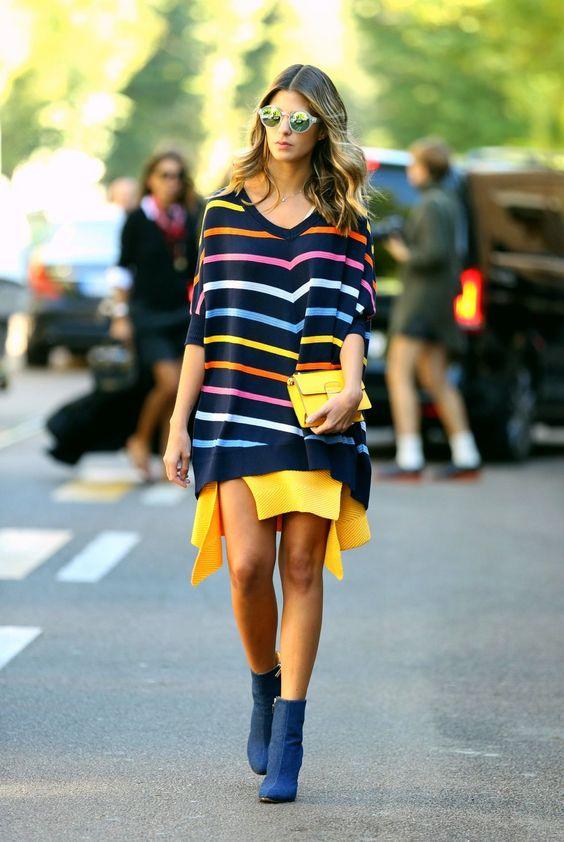 Street style - Camisolão às riscas, saia e botins azuis moda de rua fashion street