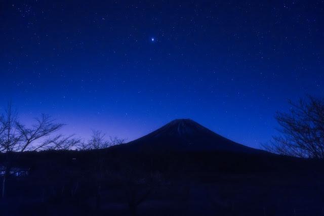冬の星空と富士山~朝霧高原