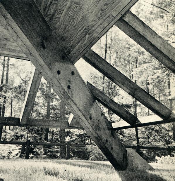 Maison de week-end dans les Landes  Architectes: Yves Salier, Adrien Courtois  Collaborateur: Michel Sadirac  Construction: Vers 1963    Photos: La Maison Française, juin 1964
