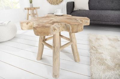 naturalny design stolik dreveny.