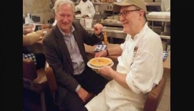 Makan Kerang di Restoran, Pria Ini Beruntung Temukan Mutiara di Dalamnya