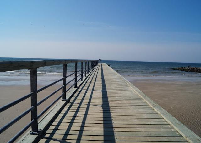 Tolle Erlebnisse in und um Blavand: Ausflugstipps für Familien. Am Strand von Hvidbjerg gibt es eine tolle Seebrücke!