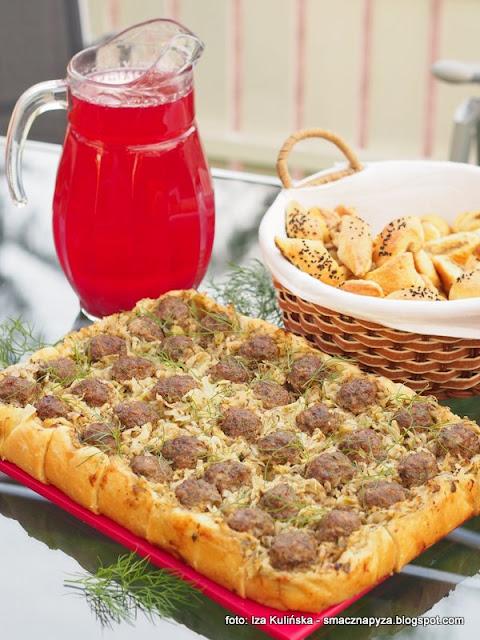 placek drozdzowy z kapusta i klopsikami, kapusta duszona, klopsiki wolowe, pizza na grubym ciescie, tarta drozdzowa, ciasto z kapusta i wolowina