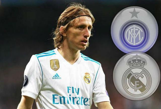 """Biến lớn Real: Nghi án Modric bị """"dằn mặt"""" cấm đá Siêu cúp vì đòi theo Ronaldo"""