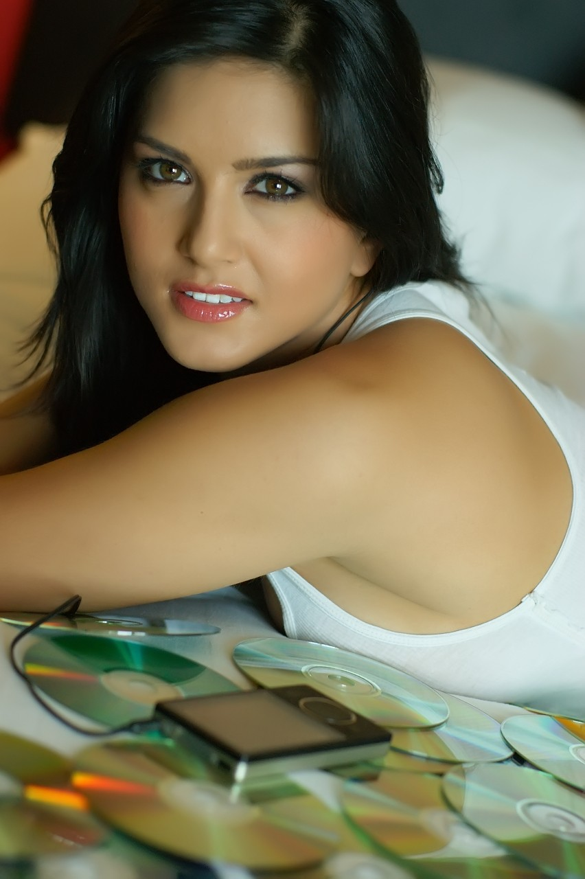 Entplugged Bollywood Hot Actress Sunny Leone Photo  Video-7992