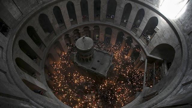 """""""Mis rodillas tiemblan"""": Sacan a la luz los primeros detalles del análisis de la tumba de Cristo"""