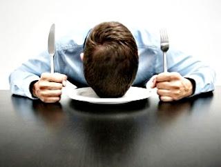 Las causas de sentir sueño después de comer son muchas y se pueden evitar