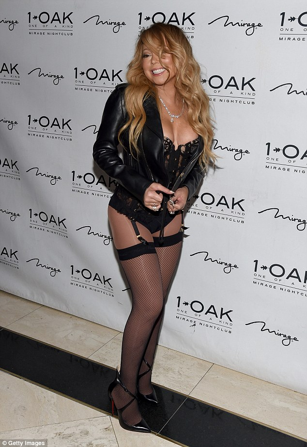 Photos: Mariah Carey shows off her body in raunchy outfit