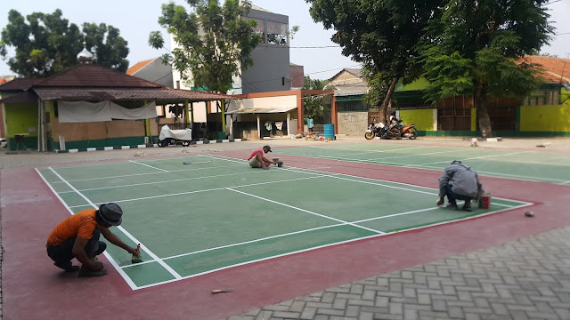 Ngecat Lapangan Badminton