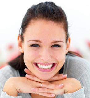 10 Manfaat Senyum Yang Harus Kamu Ketahui