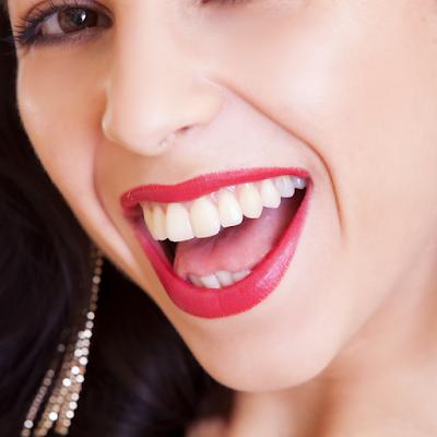 Alimentos que ajudam a clarear os dentes naturalmente