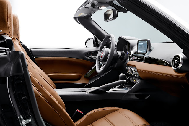 Interior view of 2017 Fiat 124 Spider Lusso
