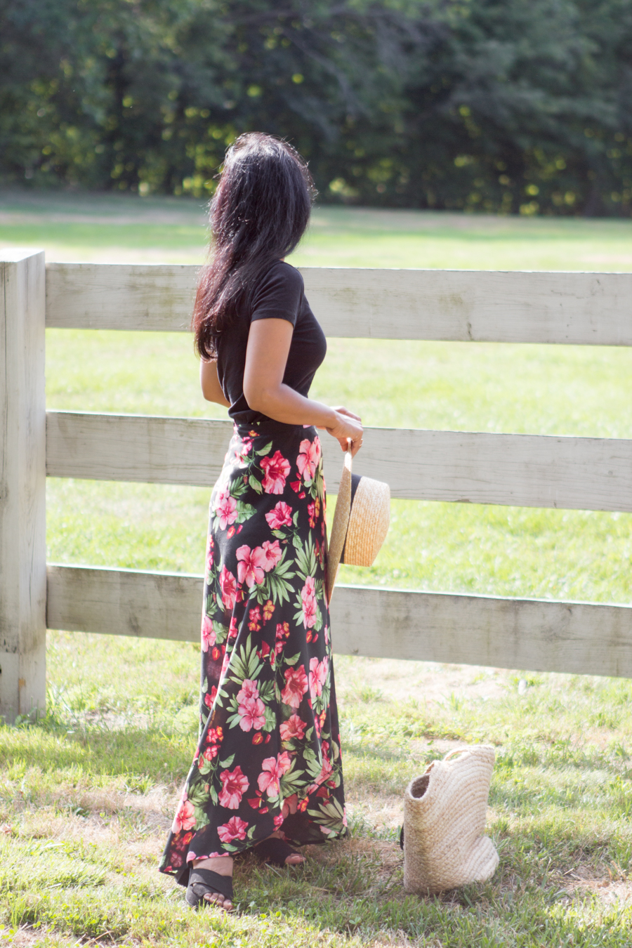 farm, barn, playground, bucolic, romantic, countryside, floral print, maxi skirt, straw hat, feminine style, petite fashion, straw tote, black suede sandals, platform shoes