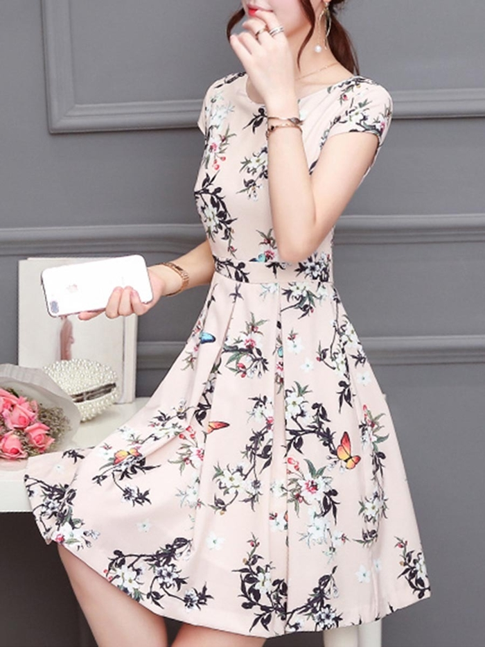 https://www.fashionmia.com/Products/round-neck-floral-printed-skater-dress-210914.html