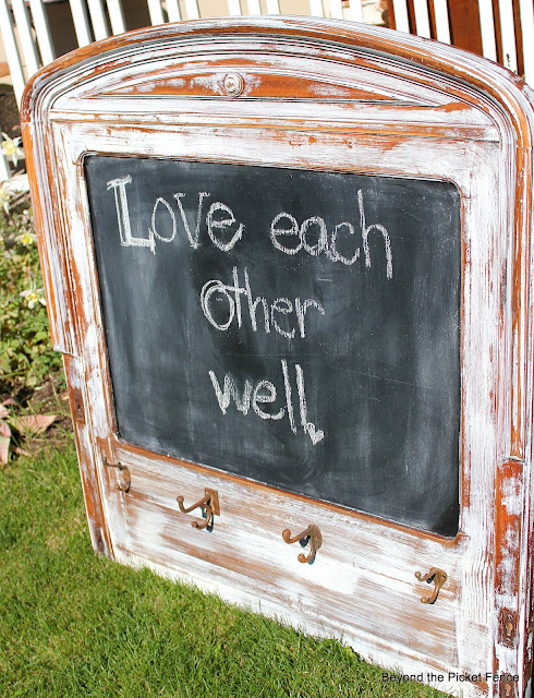 Repurposed headboard chalkboard Beyond The Picket Fencehttp://bec4-beyondthepicketfence.blogspot.com/2012/06/headboard-chalkboard.html