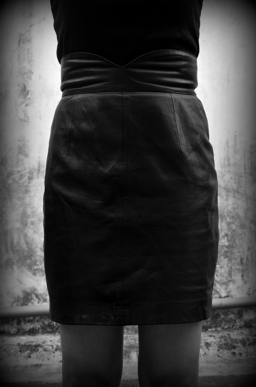 Fashionably Black leather skirt