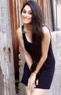 Foto Soumya Seth Cantik Terbaru