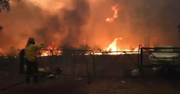 Αυστραλία: Μαίνονται οι πυρκαγιές - Τεράστιο σύννεφο καπνού σκεπάζει περιοχές (βίντεο)