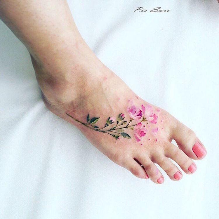 5 Artistas Del Tatuaje Que Capturan La Belleza De Las Flores
