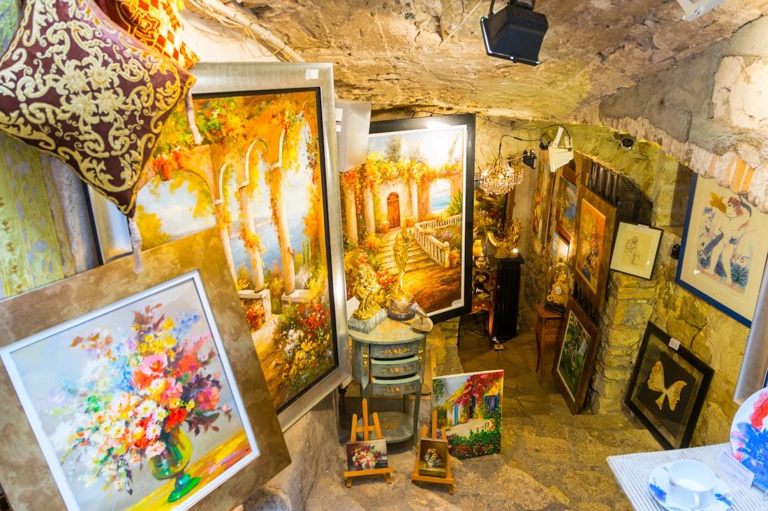 Art shop and gallery in Saint Paul de Vence in France