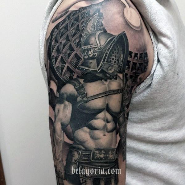 un espectacular tatuaje de gladiador