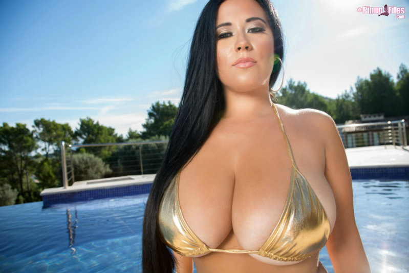 Busty amber toy her twat 8
