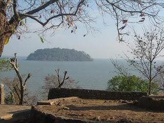 http://sudutpandangkota1.blogspot.com/2016/10/kegiatan-wisata-dan-kearifan-lokal-kota.html