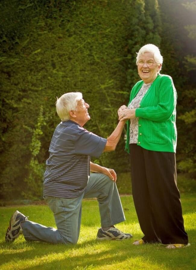 20 Exhilarating Images That Show Love Has No Age Limits - Declare your love again and again