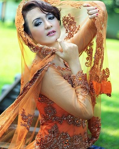 Love shayri Tanhaiyon mein muskurana ishq hai