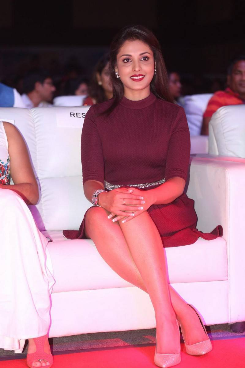 Madhu Shalini Photos In Maroon Dress