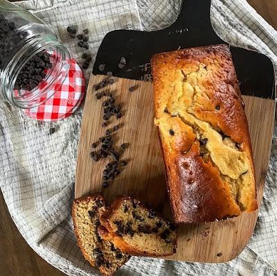 Gateau healthy au yaourt et pépites de chocolat noir charlotte and cooking