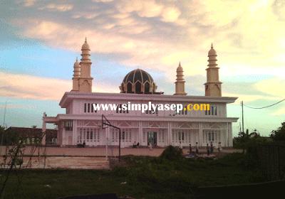 MEGAH   Masjid Abu Bakar Ashidique Kubu Raya ini masuk diwilayah Ponpes Khulafaur Rasyidin Kubu Raya.  Megah dan luas, Masya Allahi. Foto Asep Haryono